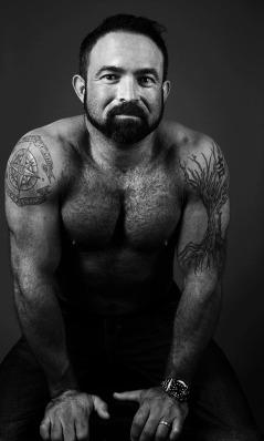 Fitness Studio Portrait Photography by Alina Oswald.