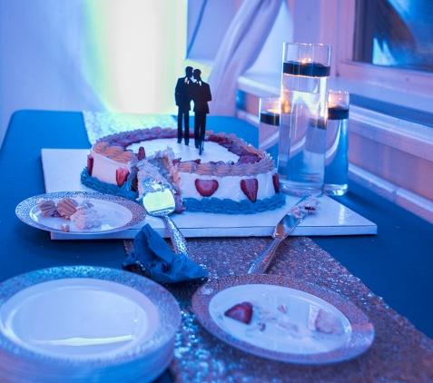 Wedding Details. Wedding Cake. Photo by Alina Oswald.