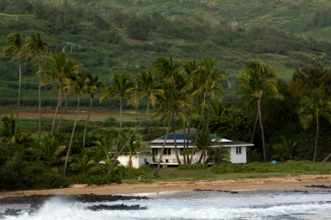 Environmental friendly house on a remote beach in Hawaii. Photo by Alina Oswald.