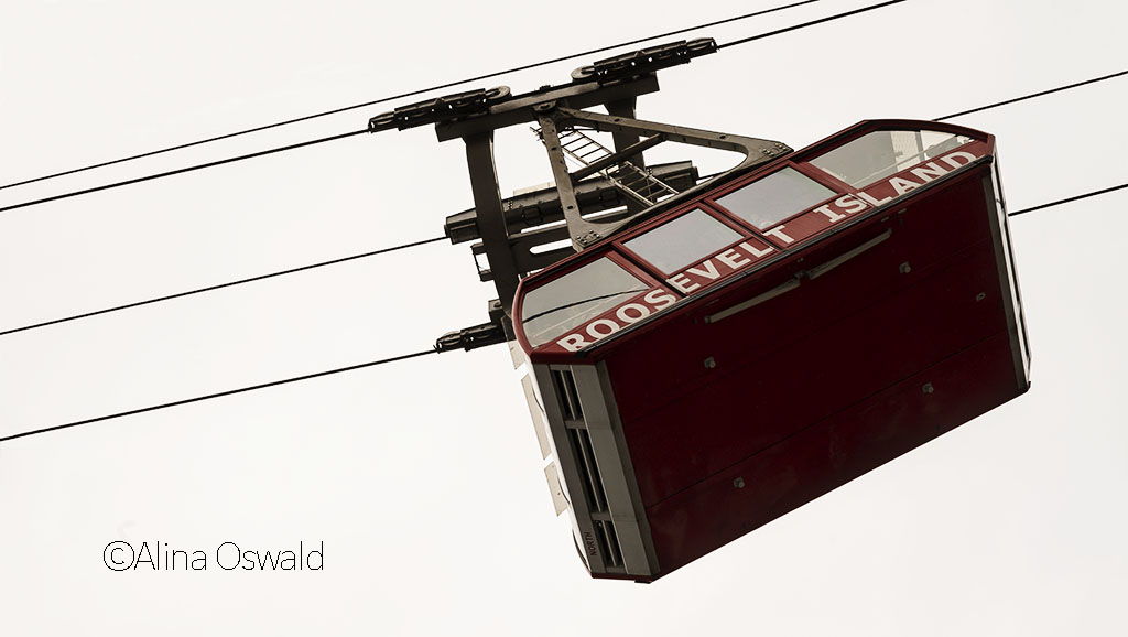 Roosevelt Island Gondola. Photo by Alina Oswald. All Rights Reserved.