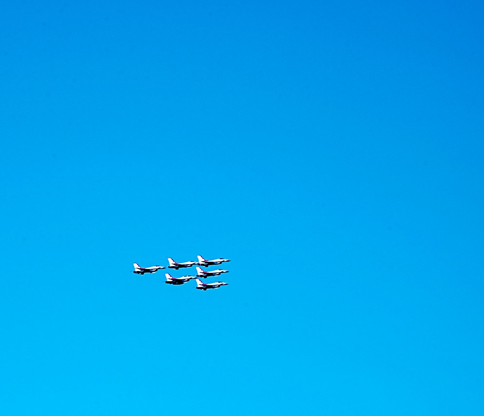Fighter jets fly over the NYC area in 2020 to thank the coronavirus pandemic first-responders. ©Alina Oswald.